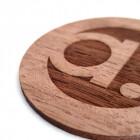 Holzschild graviert Detailansicht
